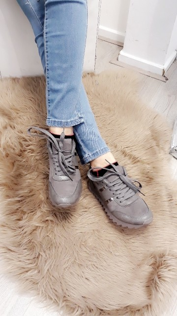 Basic grey sneakers