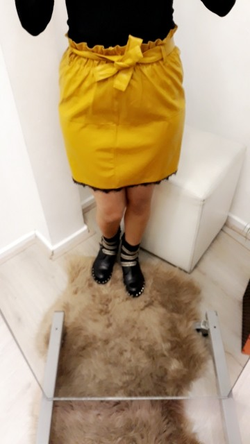 Leatherlooking yellow skirt