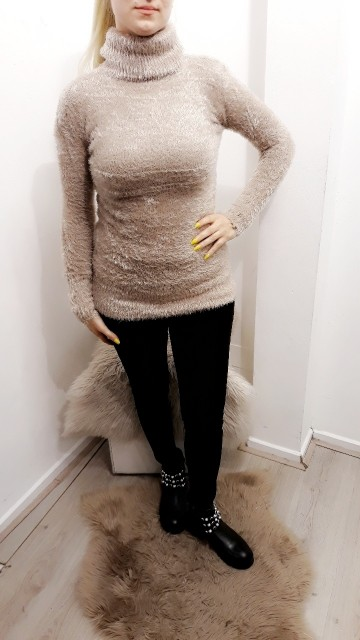 Fluffy Turtle Neck Beige