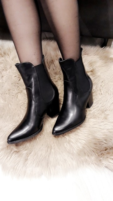 Sleek Black Cowgirl Boots